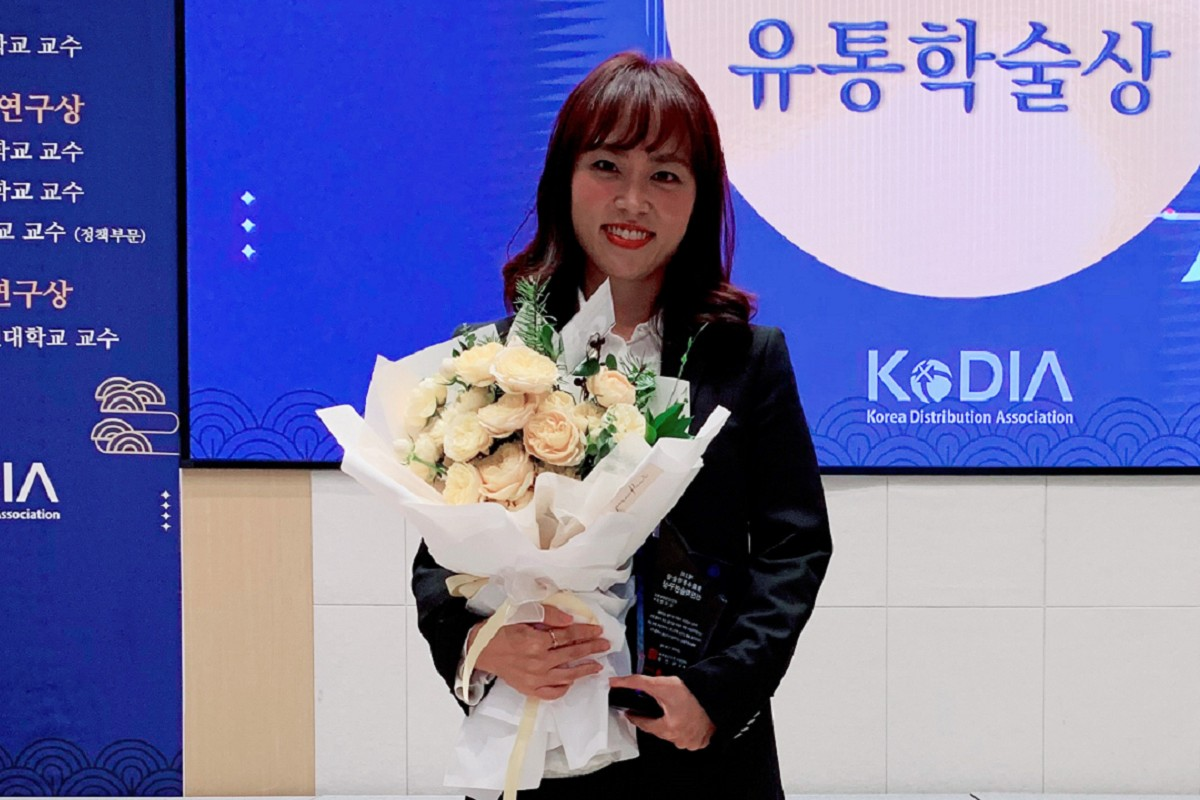 Assistant Professor Jeeyeon Kim wins Sangjeon Prize of Academic Excellence for research in digital marketing and multi-channel retailing