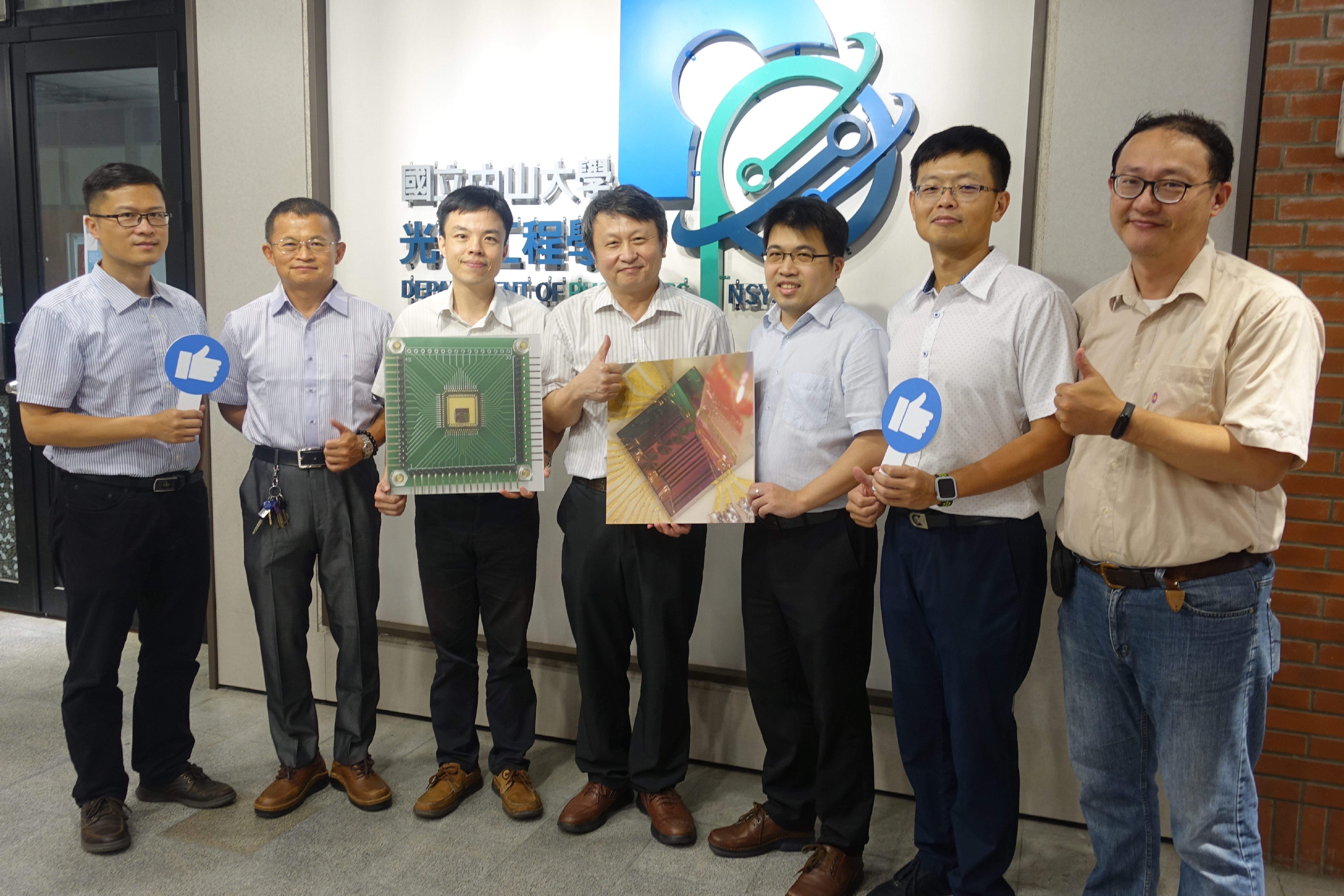NSYSU team developed miniaturized silicon photonic gyroscope driver chip the size of a mung bean