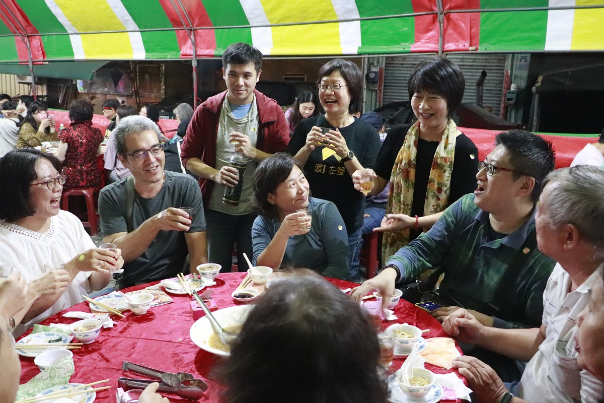 Eat seasonally, eat locally: roadside banquet revitalizes local culture in Zuoying