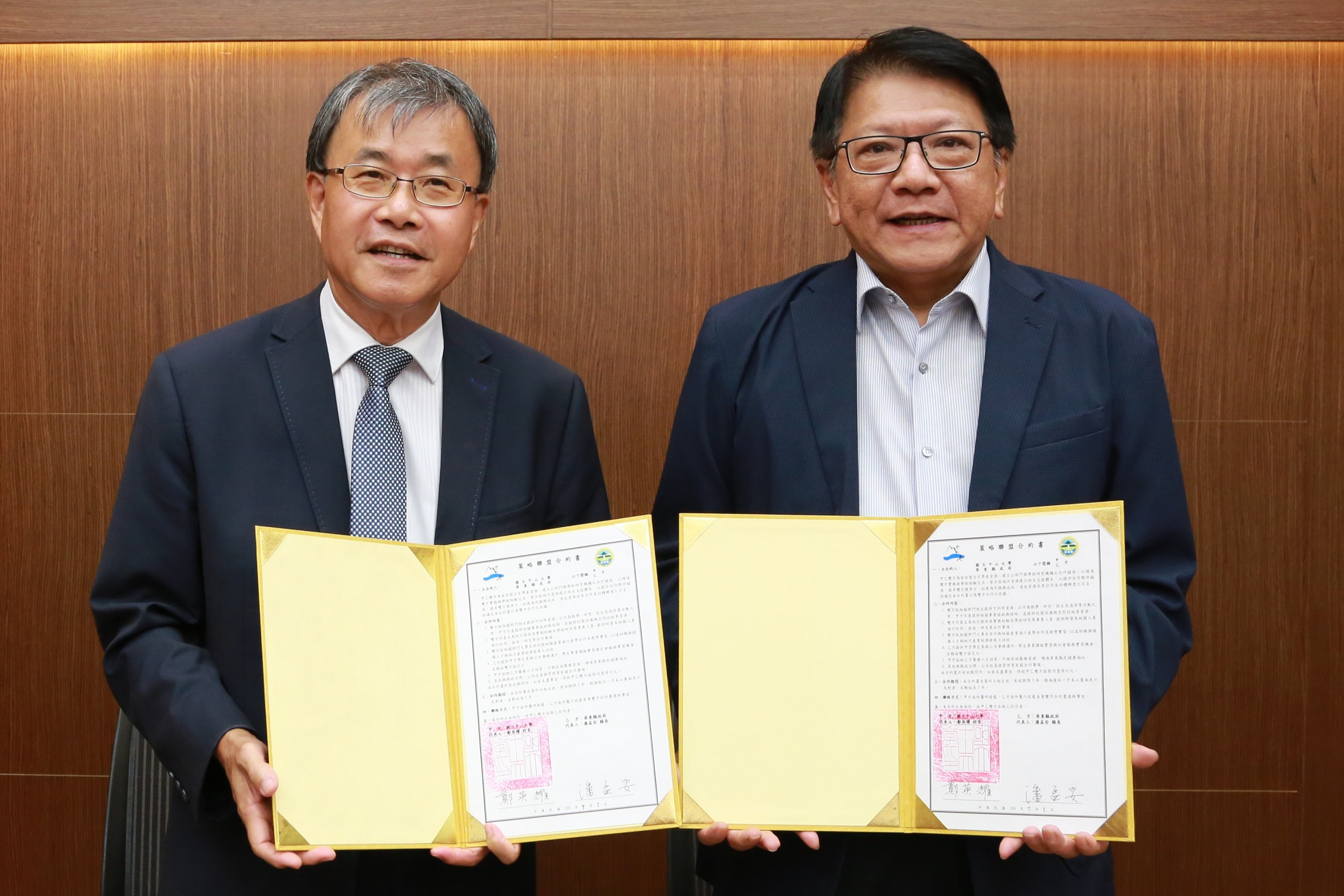 NSYSU signs MOU with Pingtung County Mayor Men-An Pan to improve the availability of medical services in rural areas